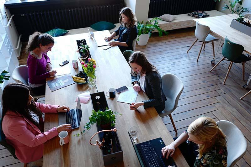 Entenda a diferença entre escritório virtual e coworking
